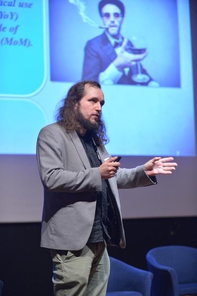 Lukaszzelezny-speaking1